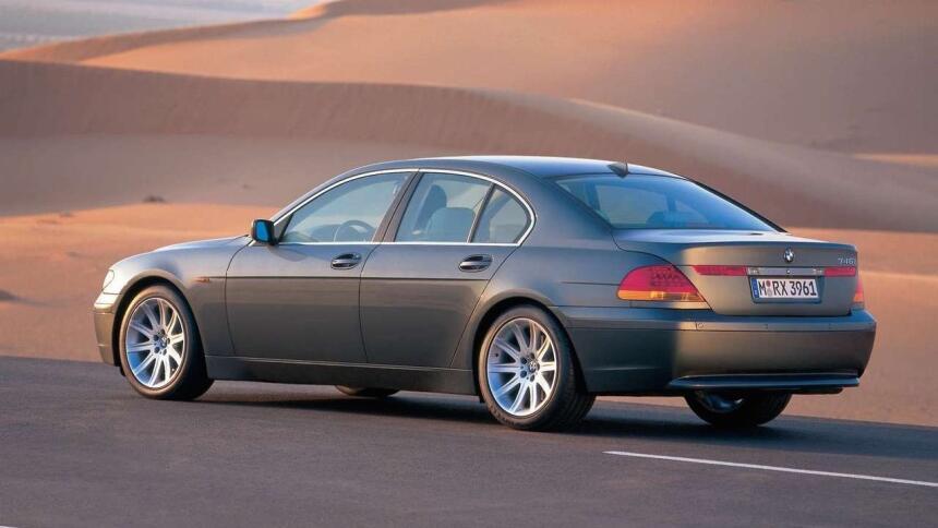 Los 15 carros más horrorosos de todos los tiempos 15.BMW-7_Series-2002-1...