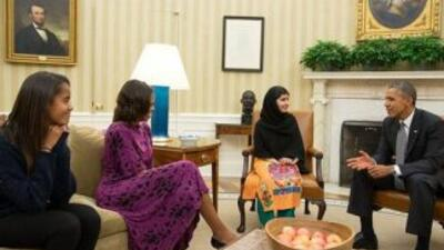 Malala Yousafzai fue recibida el viernes por Barack Obama y su esposa, M...