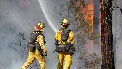 Trump dice que no hay agua para combatir los incendios en California, pero los bomberos niegan que sea cierto