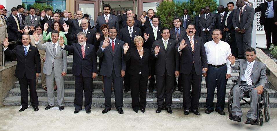 Georgetown, GUYANA: (Front row, from L to R) President Felipe Calderon o...