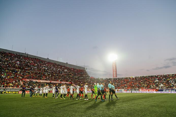 Estadio Caliente: 27,333 espectadores