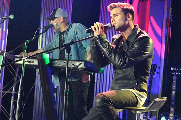 Houston disfrutó de un concierto muy íntimo con Christian Daniel.