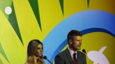 Fernanda Lima y Rodrigo Hilbert Cairam en el sorteo del Mundial.