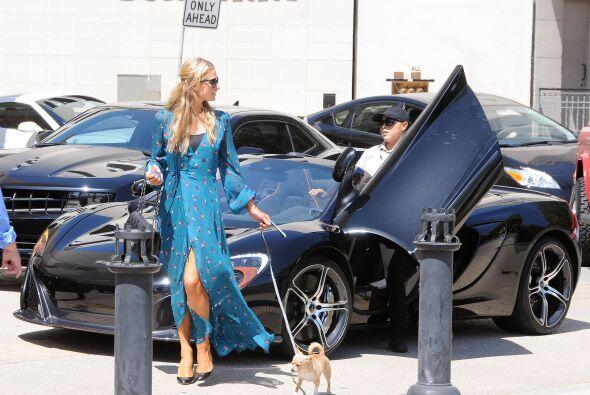Entregó su coche al valet y se fue. Mira aquí más videos de Chismes.