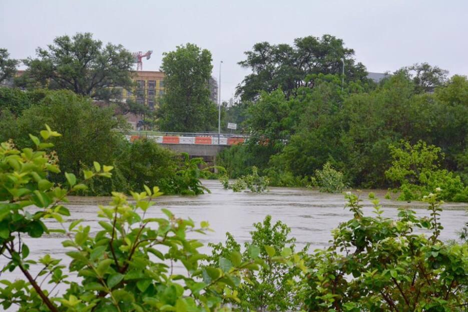 Las lluvias han forzado el cierre de oficinas municipales y la suspensió...