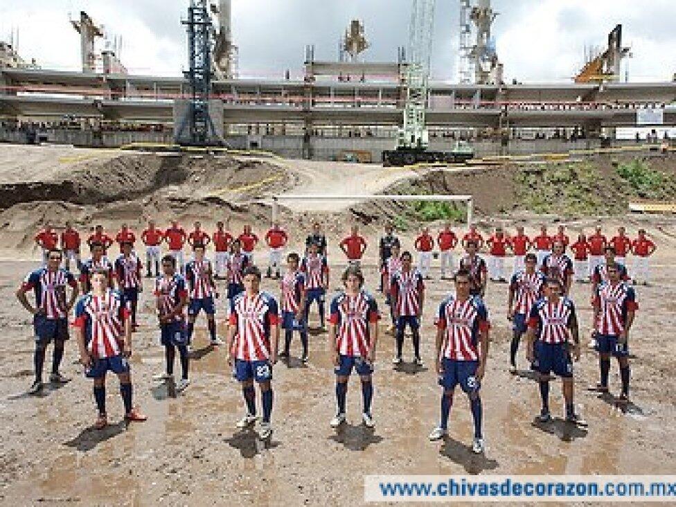 Las mejores fotos oficiales de Chivas en la era de Jorge Vergara apertur...