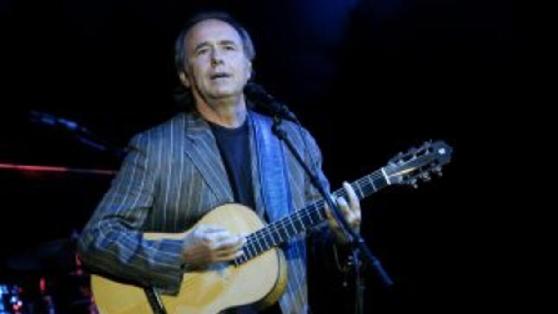 Joan Manuel Serrat es uno de los cantantes que mantiene fuertes lazos co...