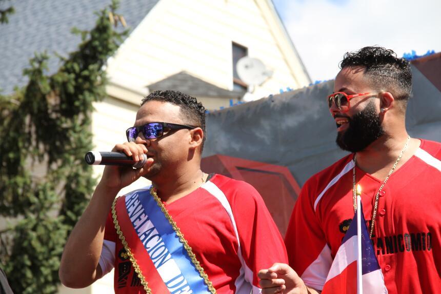 Celebra La X en el Desfile Dominicano en NJ IMG_1832.JPG