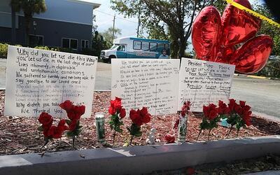 Varios mensajes han sido dejados en la acera del Centro de Rehabilitaci&...