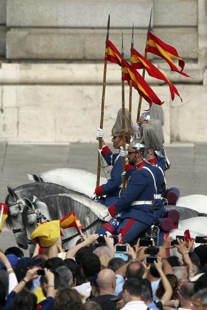 ¡Viva el rey! ¡Viva Felipe VI! se escuchó por las calles de Madrid.