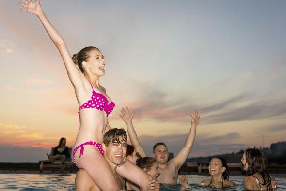 Una pool party diferente. Con tu piscina como escenario, organiza juegos...