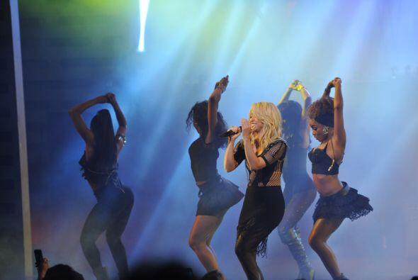 shakira-loca-univision-upfront-2012-1g