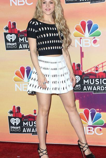Shakira se vio encantadora en la alfombra roja con un look sencillo en d...