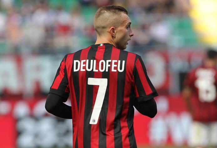 El español Gerard Deulofeu regresaría al Barcelona después de brillar co...