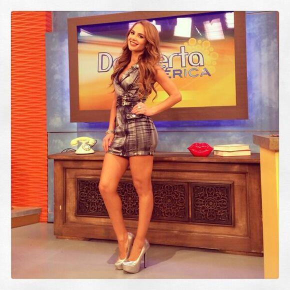 """""""Aquí está la fotico de mi look de hoy en @DespiertaAmeric Feliz Día"""", d..."""