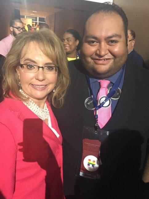El hispano que le salvó la vida a Gabrielle Giffords busca un escaño en...