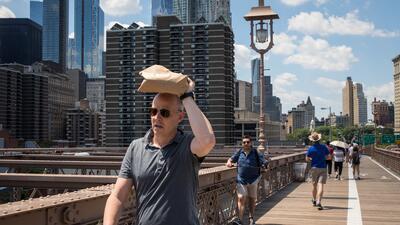 Residentes de Nueva York se preparan para enfrentar la ola de calor