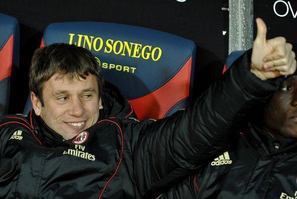 Milan cerró la jornada y Antonio Cassano, que no fue titular, saludaba a...