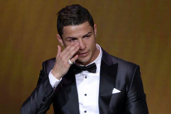 Ronaldo ni siquiera podía hablar ante tan esperado premio por el que se...
