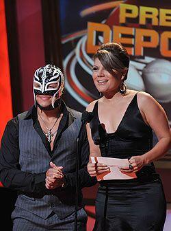 Rey Mysterio fue de las sensaciones en el Orpheum Theater y compartió es...