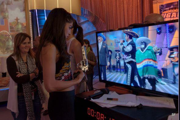 Mientras tanto, Rosina disfrutaba detrás de cámaras el concurso y se pre...