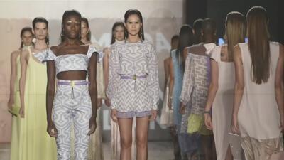 Colores y tejidos vaporosos, así es la apuesta colombiana en la pasarela de la semana de la moda de Miami