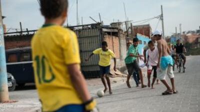 Los más pobres de Brasil apoyan al gobierno y quienes que su selección g...