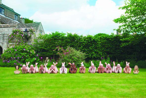 Doce mujeres posaron desnudas para crear este calendario con el fin de r...