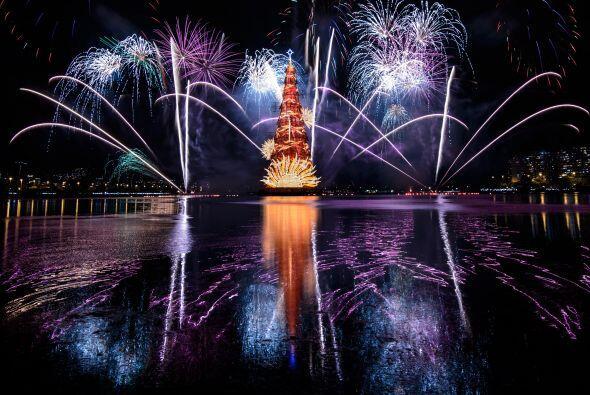 La noche se llenó de luces, color y alegría con esta inauguración. Se es...