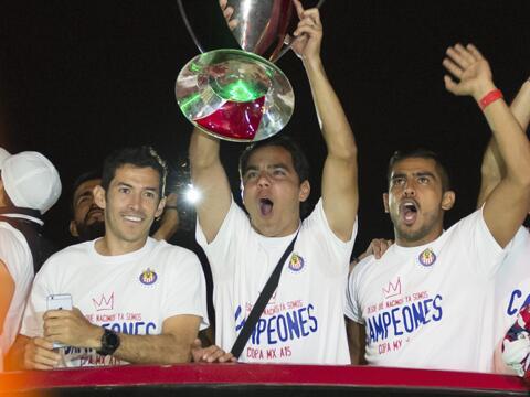 Chivas festejó con su afición la obtención de la Co...