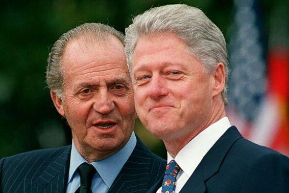 En el 2000, el entonces presidente de EEUU, Bill Clinton, escucha al rey...