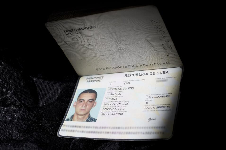 Entre las cosas olvidadas incluso habían carnés de identidad y pasaporte...