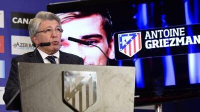 El presidente rojiblanco le deseó buena suerte al mexicano Raúl Jiménez...