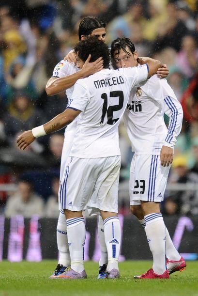 Al minuto 24 fue el turno del alemán Mesut Özil que marcó un golazo.
