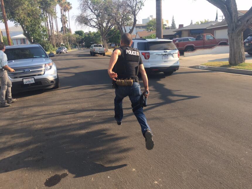 La huida desató persecución a pie y en vehículos de ICE, que circularon...
