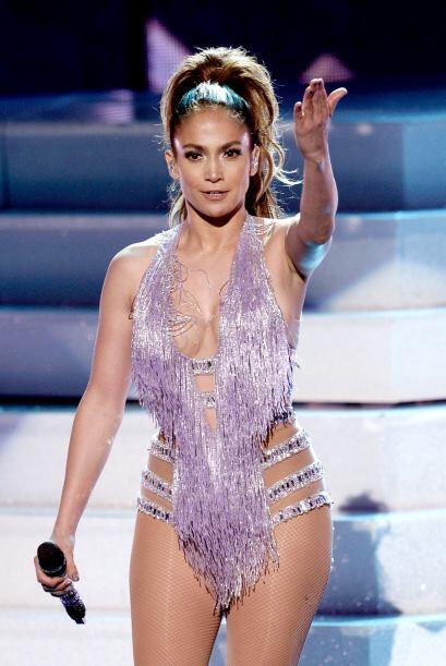 ¿O prefieres la sensualidad de Jennifer Lopez?  Mira los chismes del mom...