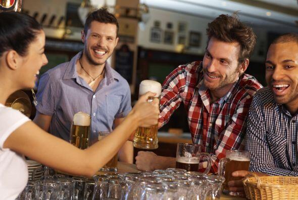 Para beber: hombres. El mismo estudio indica que los hombres se interesa...