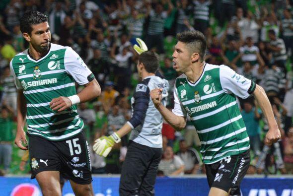 Oribe Peralta.- El delantero de Santos está jugando cada vez mejor, pens...