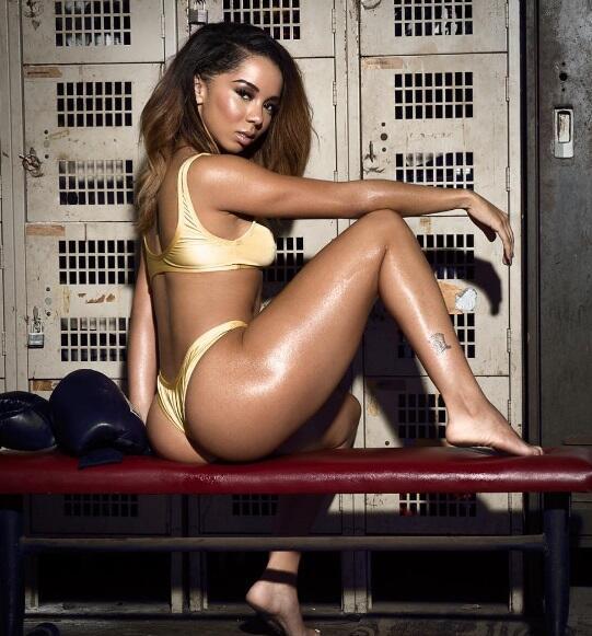 La exuberante modelos estadounidense sorprendió en redes sociales al pub...