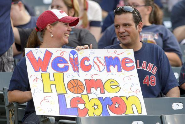 Julio 11 - Lebron regresa a Cleveland. El alero estrella LeBron James de...