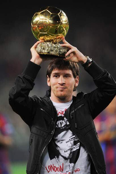 Messi recibió el 'Balón de Oro' de manos de su madre y se lo dedicó a la...
