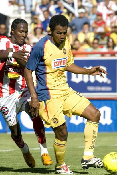 El ex defensor de Chivas Edoardo Isella dejó hace cinco años el fútbol m...
