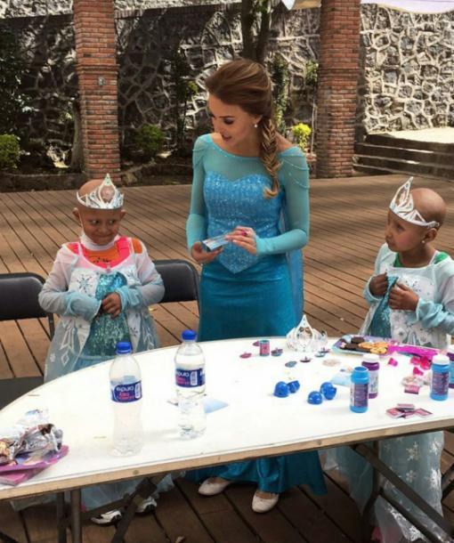 Zuria Vega cumplió el sueño de una niña con cáncer