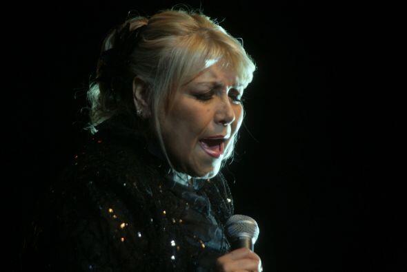 La cantante Estela Núñez salió al escenario del Olympic Theater de Cícer...