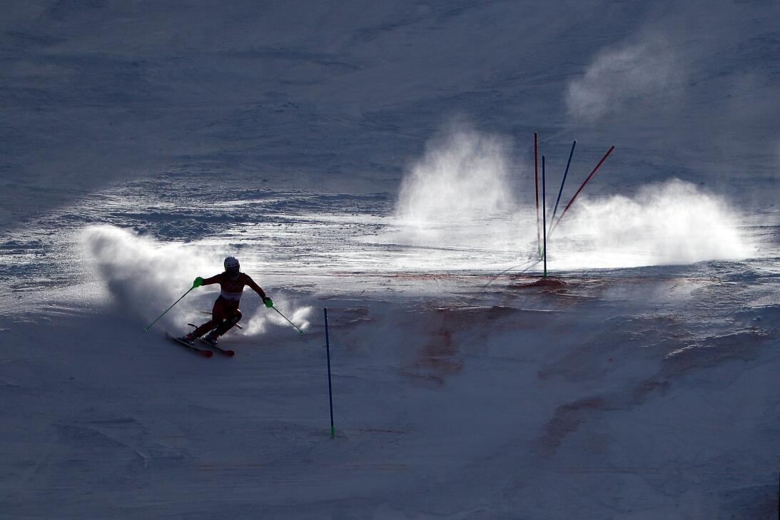 El recorrido de la noruega Nina Haver-Loeseth, durante el slalom del esq...