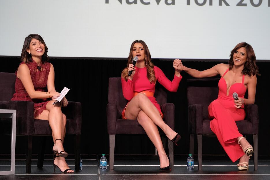 Nuestra Belleza Latina, Clarissa Molina (centro) y su antecesora, Franci...