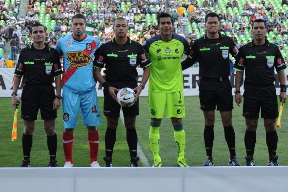 Oswaldo Sánchez fue el héroe del partido al evitar goles del Arsenal que...