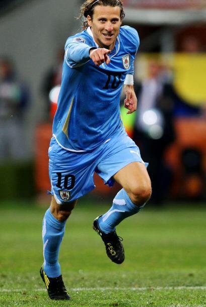 En la selección uruguaya debutó el 27 de marzo de 2002, en un partido am...