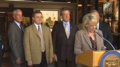 Gob. Jan Brewer en rueda de prensa en Phoenix