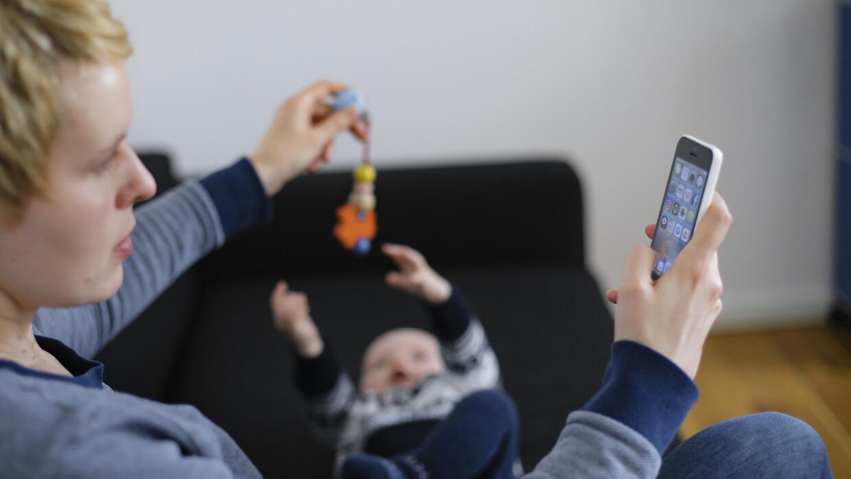 Los celulares están diseñados para crear adicción, denuncian sus propios...